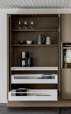 Small American kitchen: 60 projects to inspire - Home Fashion Trend Kitchen Cupboard Doors, Kitchen Nook, Kitchen Cabinets, Kitchen Interior, Kitchen Design, Living Room Interior, Living Room Decor, Small Kitchen Organization, Kitchen Storage