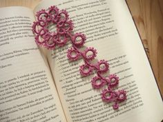 Tatted Bookmark - dark pink flower by MariAnnieArt on Etsy  #mariannieart #etsy #bookamark #bookworm #booklovergift #geekgift #Tattedbookmark #tattinggift #nerdgift