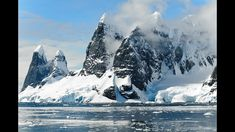 Antarctica conjures images of icebergs, penguins and cold weather, not mountains. But there are amazing mountain ranges in Antarctica. Discover them here! Cool Pictures Of Nature, Beautiful Pictures, Beautiful Places, Polo Sul, Polo Norte, Sea Level Rise, Photography Guide, Digital Photography, Beginner Photography
