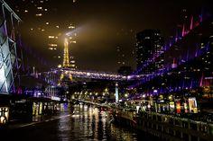 Paris. Passerelle et les deux ilots du Centre Commercial de Beaugrenelle  dans le 15ème arrondissement et le Front de Seine avec en arrièr...