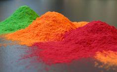 Recette pour sable coloré Powder Coating Equipment, Holi Powder, Holi Party, Holi Colors, Scrapbooking, Happy Holi, Photo Colour, Body Shapes, Decoration