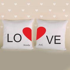 Poduszka łączone serce z imionami to doskonały prezent dla bliskiej osoby.