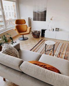 Marlous - lastdaysofspring.com (@lastdaysofspringblog) • Instagram-foto's en -video's Romance, Couch, Interior, Inspiration, Furniture, Instagram, Home Decor, Photos, Romance Film