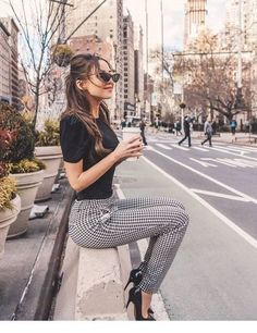 Black top and pumps with plaid pants Lass dich inspirieren: Unsere Business Outfit Damen Source by business outfits Office Outfits Women, Summer Work Outfits, Casual Work Outfits, Mode Outfits, Work Attire, Classy Outfits, Office Attire, Chic Outfits, Work Outfit Men