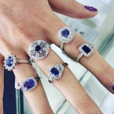 💦💧Is this weather giving you the blues? 💦 #portfairyjeweller #diamonds #portfairy #mountgambier #engagementring #sapphireengagementring #sapphire #leskesdiamondssparklemore #diamonds #raining #theblues #happy #mothersday