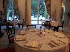 Présentation de table pour notre salle principale au restaurant spectacle St petersbourg à Mougins.