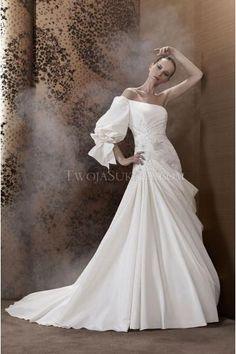 Pronuptia Paris robes de mariée satin évasée traîne chapelle application une épaule