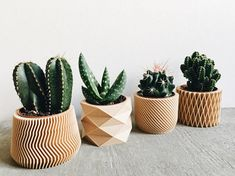 Set of 4 small pots / planters for succulent and cactus, design, hygge, geometric and minimalist printed in 3D in WOOD. Bring a touch of originality and modernity to your home decor with these small geometric and minimalist planters for succulents and cacti printed in 3D Wood. No need