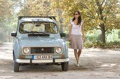 Marion Cotillard in A Good Year (white tee, linen skirt, espadrilles) Marion Cotillard, Retro Cars, Vintage Cars, Mimi Thorisson, Beach Cars, Car Museum, Love Car, French Chic, Live Action Movie