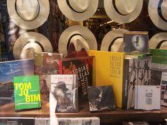 Livraria da Travessa, Ipanema, RJ.  Vitrine 'Tom Jobim'. www.travessa.com.br