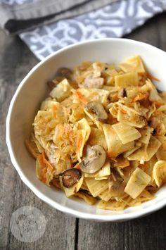 Łazanki z kapustą i pieczarkami Kobieceinspiracje.pl Japchae, Guacamole, Thai Red Curry, Potato Salad, Cabbage, Snack Recipes, Food And Drink, Chips, Treats
