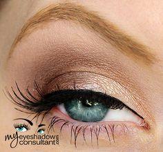 MAC eyeshadows used: Grain (inner half of lid), Antiqued (outer half of lid), Era/MUG Homecoming (crease), Blanc Type (blend)