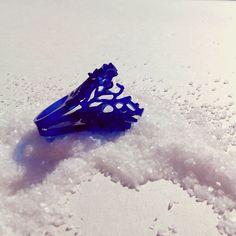 Anillo Coral Doblado - azul  Colección Arrecife      r más r - Acrylic Jewelry    rmasr.com
