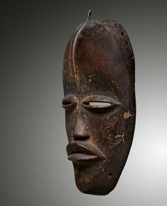 - DAN MASK - Lot 7 - Estimate: €4000 - €6000 - Find all details for this object in our online catalog! Ivory Coast, Dan, Africa, Museum, Statue, Liberia, Brussels, Catalog, Brochures