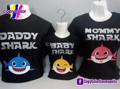 Baby Shark CopyColor Playeras Personalizadas LO MEJOR en DISEÑO y CALIDAD @CopyColorCosmopolis Baby Boy 1st Birthday, 3rd Birthday Parties, Birthday Bash, Birthday Ideas, Baby Hai, Shark Birthday Cakes, Shark Party, Baby Shark Doo Doo, Baby Party