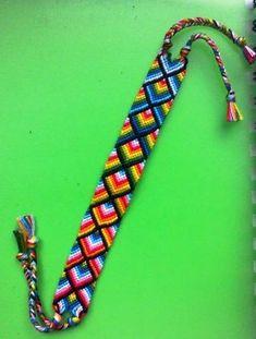 Learn to make your own colorful bracelets of threads or yarn. Make Your Own Bracelet, Bracelet Making, Jewelry Making, Diy Friendship Bracelets Patterns, Handmade Bracelets, Diy Jewelry Tutorials, Jewelry Crafts, Jewelry Knots, Colorful Bracelets