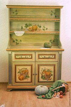 Роспись мебели. Авторская работа.  Натюрморты из осенних овощей и теплая цветовая гамма буфета создают атмосферу уюта и благополучия в кухне или столовой.