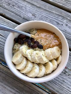 My favorite go-to breakfast! Oatmeal packed with veggies, protein and superfoods. Healthy Snacks, Healthy Recipes, Superfoods, Collagen, Acai Bowl, Whole Food Recipes, Zucchini, Smoothies, Oatmeal
