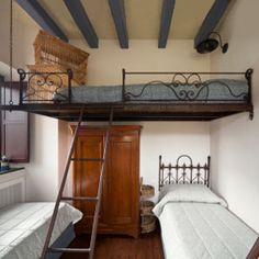 lit mezzanine avec banquette pleine de rangements cach s dans l 39 escalier ou sous la banquette. Black Bedroom Furniture Sets. Home Design Ideas