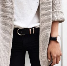 Winter uniform. Winter oufit. White, Black skinny jeans, vintage belt and comfy cardigan. Inspiration.