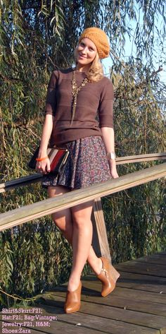 Fall outfit. Brown wedges, floral skirt, mustard hat.