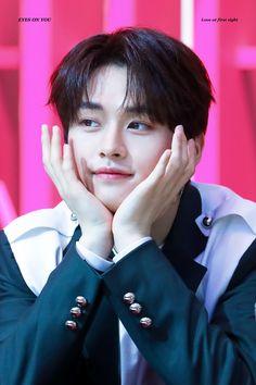 Minho / Lee Know Stray Kids Cutie pie Lee Minho Stray Kids, Lee Know Stray Kids, Stray Kids Seungmin, K Pop, Sung Lee, Rapper, I Know You Know, Kids Wallpaper, Lee Min Ho