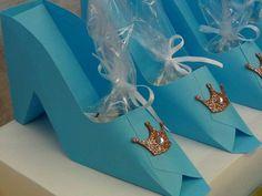 Princesas Disney Birthday Party Ideas. Cajitas zapatitos de princesas