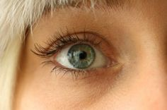 Olive Oil for Eyelashes- Grow Lashes the Natural Way!