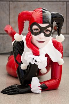 Harley Quinn cos-play wow she looks so much like her