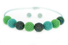 MariN.Art / náhrdelník obšívané guličky zelené Beadwork, Beaded Jewelry, Crochet Necklace, Pearl Embroidery, Pearl Jewelry, Bead Jewelry