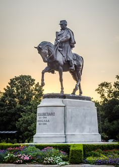 New Orleans, Louisiana - Confederate - General P. Removed by orders of New Orleans Mayor Mitch Landrieu. Confederate Statues, Confederate Monuments, Confederate States Of America, American Civil War, American History, New Orleans City, Louisiana History, Equestrian Statue, Dere