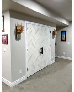 Diy Barn Door, Barn Door Hardware, Small Wood Projects, Home Projects, Diy Storage Ideas For Small Bedrooms, Workout Room Decor, Diy Home Bar, Peel And Stick Wood, Backyard House