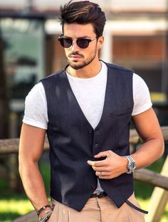 Handsome Men With Hipster Hairstyle To Make Your Style More Amazing 23 Popular Fashion Blogs, Mdv Style, Hipster Hairstyles, Denim Blazer, Beard Styles For Men, Poses For Men, Stylish Boys, Haircuts For Men, Gorgeous Men