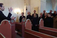 Sommerkoncert i Gadevang Kirke - Det er Nødebo-Gadevang Kantori under ledelse af Torben H.S. Svendsen, der står for musikken. Privatfoto