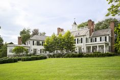 Classic Homes by Architecture Firm Ferguson & Shamamian – Blue and White Home Plantation Style Homes, Greenwich Connecticut, Coastal Farmhouse, Farmhouse Ideas, Architecture Details, Classical Architecture, House Architecture, Residential Architecture, White Houses