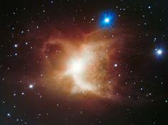 Imagem do espaço extremamente detalhada da Nebulosa Toby Jug, uma nuvem de gás e poeira em torno de uma estrela gigante vermelha.