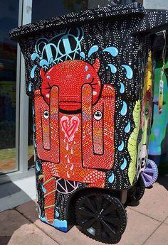Lixeiras personalizadas com arte de rua