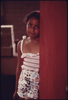 File:YOUNG GIRL ON A VISIT TO HER GRANDMOTHER IN NORWOOD, OHIO THE HOME IS NEAR AN AUTO EMISSION INSPECTION STATION WHERE... - NARA - 557843...
