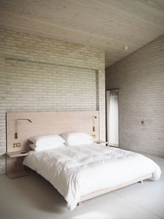 John Pawson's Life House for Living Architecture - a holiday home designed for moments of calm and reflection DiAiSM AcQuiRE underSTANDING ArTriBuTe ATTAism Modern Bedroom Design, Modern House Design, Modern Interior Design, Bedroom Designs, Interior Paint, La Croix Valmer, Suites, Minimalist Bedroom, Home Decor Bedroom