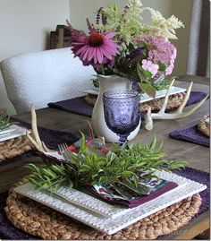 Antlers and fresh flowers for a summer tablescape