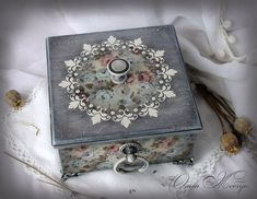С душой и любовью Painted Boxes, Wooden Boxes, Vintage Shabby Chic, Shabby Chic Decor, Deco Podge, Decoupage Wood, Creative Box, Furniture Repair, Altered Boxes