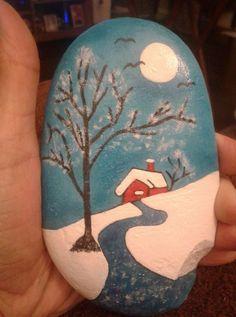 39 Beautiful Christmas Rock Painting Ideas - New Sites Pebble Painting, Pebble Art, Stone Painting, Diy Painting, Rock Painting Ideas Easy, Rock Painting Designs, Outdoor Christmas Tree Decorations, Art Rupestre, Art Pierre