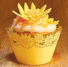cupcake-decorating-ideas-daisy-cupcake-wrappers