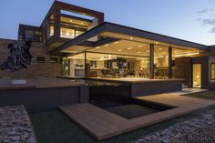 House Boz is yet another impressive modern mansion designed by famous Nico van der Meulen Architects. It is located in Pretoria, a city in the northern part of Gauteng Province, South Africa.