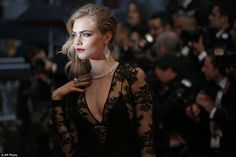 How stunning is this look from Queen Cara???