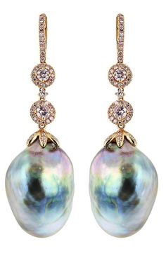 Aren't these earrings lovely? South Sea pearls with 4 round brilliant cut pink diamonds and pink pave diamond accents in rose gold. Gold Drop Earrings, Dangle Earrings, Bead Necklaces, Pendant Necklace, Look Hip Hop, Pearl Jewelry, Fine Jewelry, Types Of Earrings, Pearl Diamond