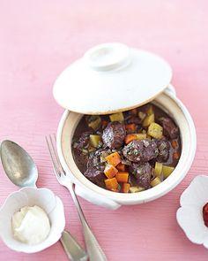 Ayurvedische Rezepte: Lamm-Möhren-Eintopf mit Harissa-Schmand