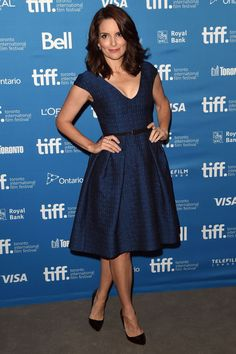 Tina Fey Remembers Late Joan Rivers at Toronto Film Festival: Photo Tina Fey leans on Kathryn Hahn while attending the press conference for their latest film This Is Where I Leave You during the 2014 Toronto International Film Festival… Celebrity Red Carpet, Celebrity Style, Celebrity Twins, Celebrity Dresses, Toronto Film Festival, Amy Poehler, Tina Fey, Mean Girls, Blue Dresses