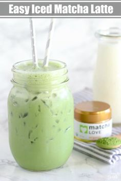*use the matcha. Iced Matcha Green Tea Latte - Lightly sweetened, with a subtle hint of vanilla. Juice Smoothie, Smoothie Drinks, Healthy Smoothies, Healthy Drinks, Smoothie Recipes, Matcha Smoothie, Eat Healthy, Matcha Drink, Healthy Shakes