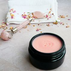 Face Roller, Best Anti Aging Creams, Face Massage, Atypical, Massage Roller, Natural Cosmetics, Beauty Bar, Rose Quartz, Photography Ideas